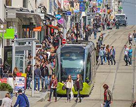 La rue Jean-Jaurès, principale artère commerciale de Brest